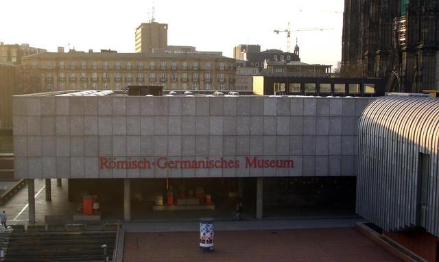 Museum von der Rheinseite