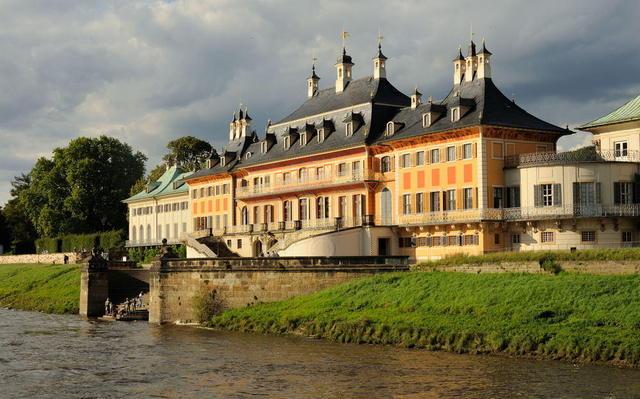 Schloss Pillnitz an der Elbe