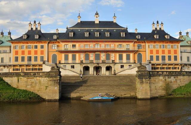 Schloss Pillnitz vom Dampfer aus