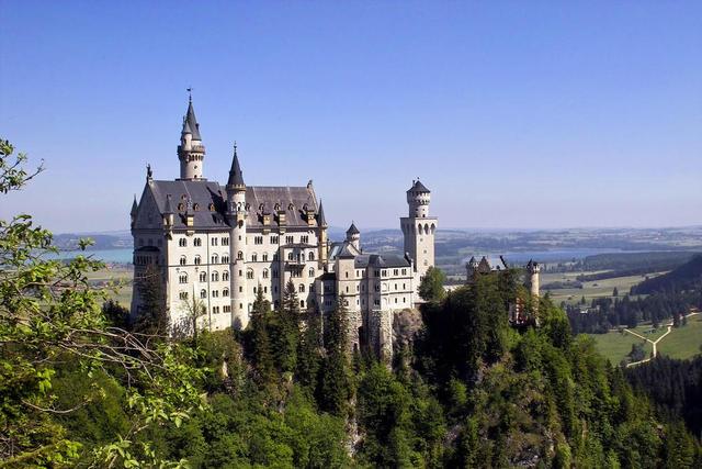Schloss Neuschwanstein mit Forggen und Bannwaldsee