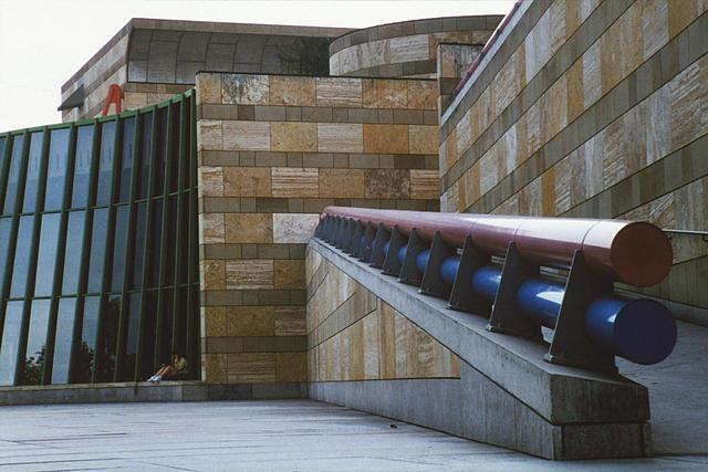 Öffentlicher Fußweg zur Staatsgalerie Stuttgart